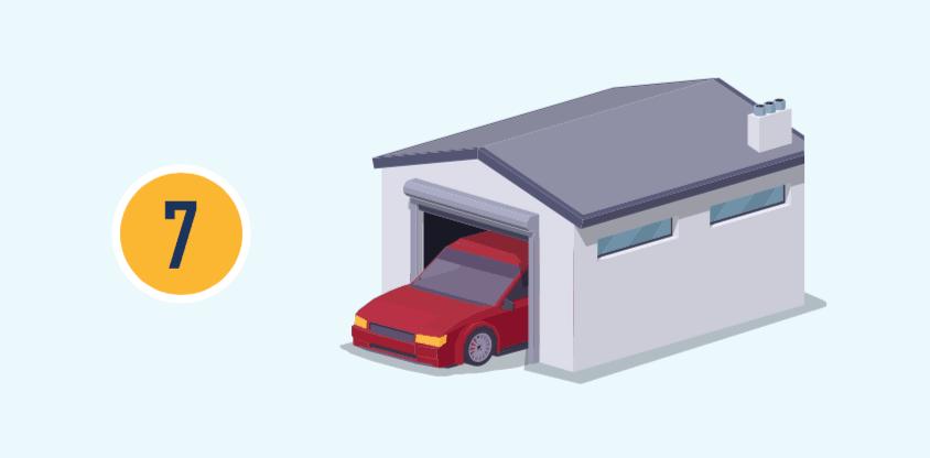數字七和一輛車在車庫中且車庫門打開的插圖。